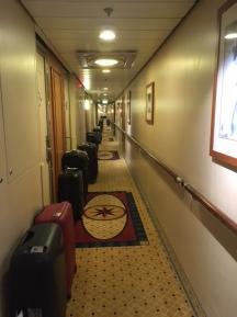 SerenadeOfTheSeas_corridor_suitcases