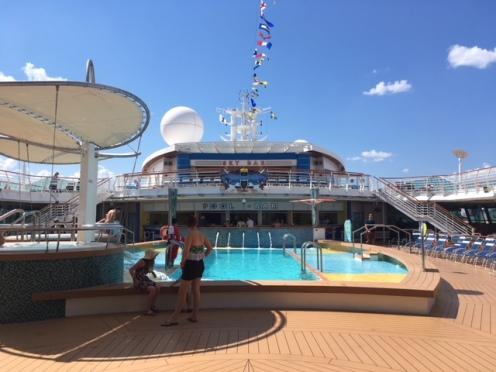 SerenadeOfTheSeas_pool