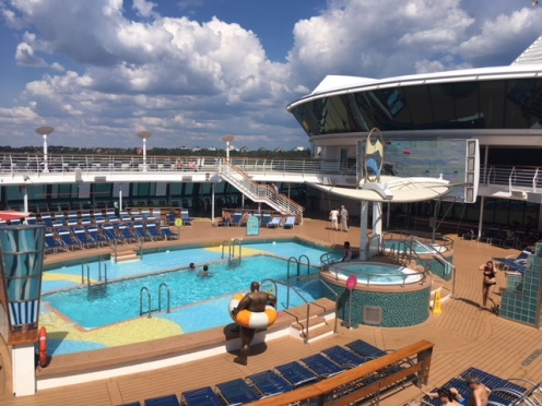 SerenadeOfTheSeas_pool02