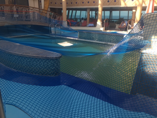 SerenadeOfTheSeas_pool_net