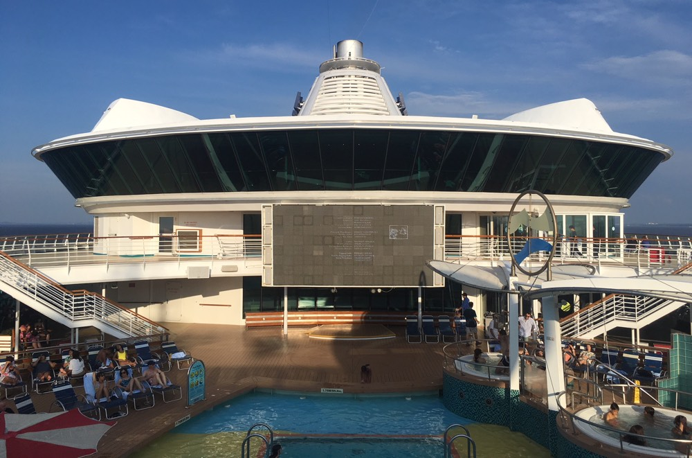SerenadeOfTheSeas_pool_screen