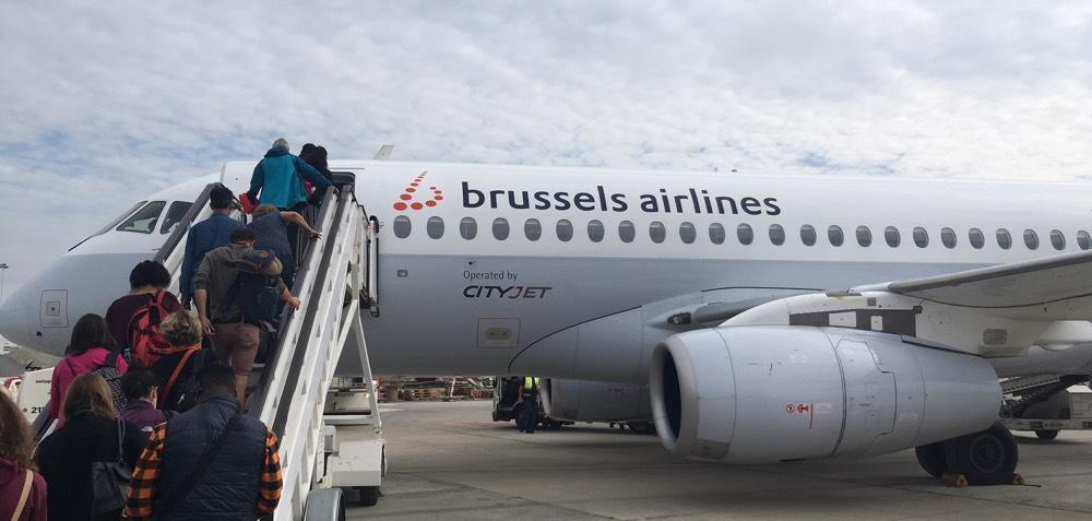 SukhoiSSJ100_BrusselsAirlines_CityJet_boarding