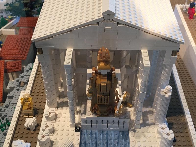 Lego_Acropolis_Athena_statue_gold