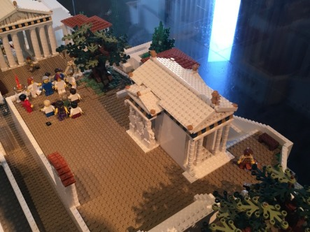 Lego_Acropolis_Caryatids