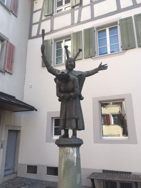 Zug_statue