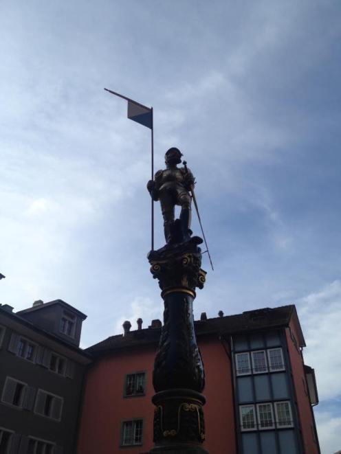 Zurich_statue