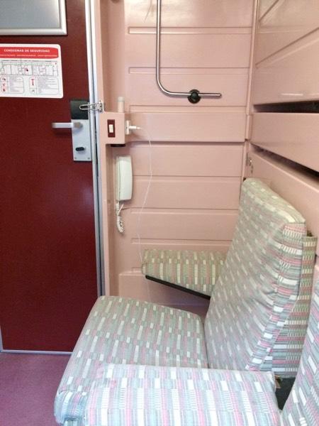 J_Talgo4_room_seat