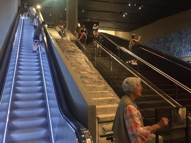 USA_246_911_stairs