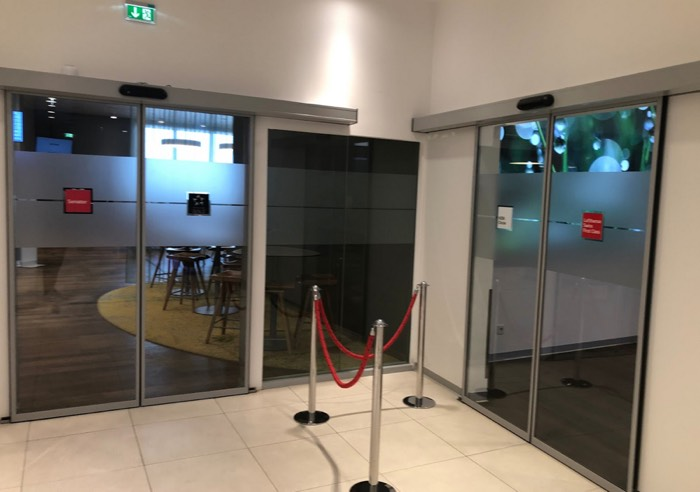 Austrian_Airlines_Business_Lounge_Vienna_Airport_door
