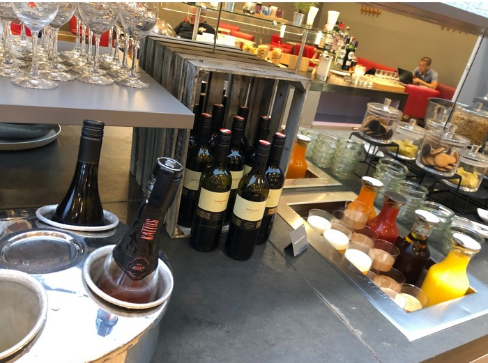 Austrian_Airlines_Business_Lounge_Vienna_Airport_drinks