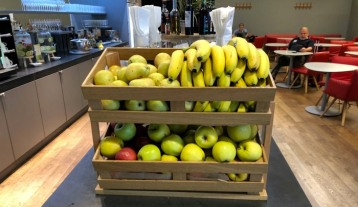 Austrian_Airlines_Business_Lounge_Vienna_Airport_fruit
