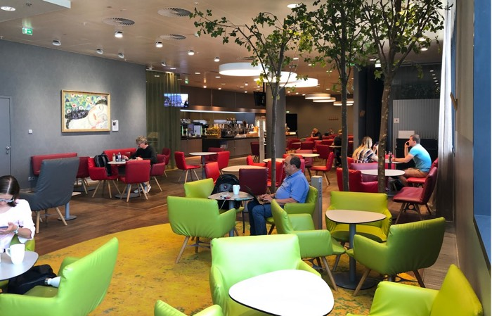 Austrian_Airlines_Business_Lounge_Vienna_Airport_Ikea