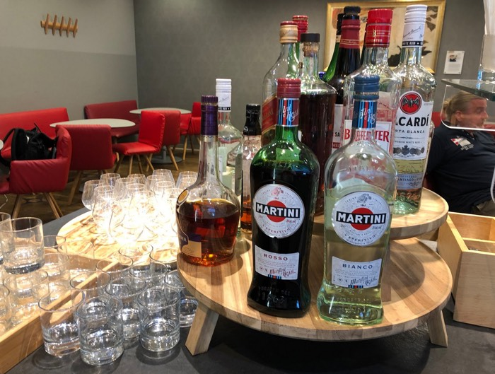 Austrian_Airlines_Business_Lounge_Vienna_Airport_Martini