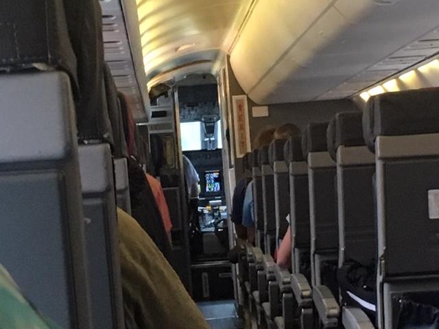 USA_186_Embraer_cabin.jpg