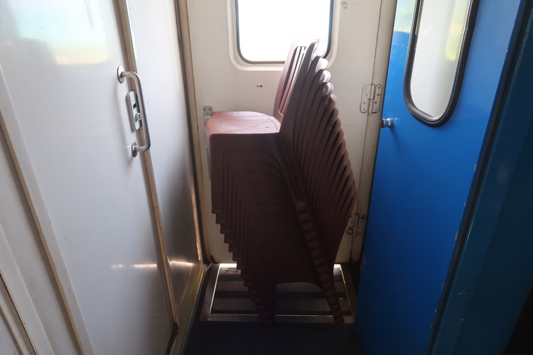 Vietnam_Famo_train_chairs