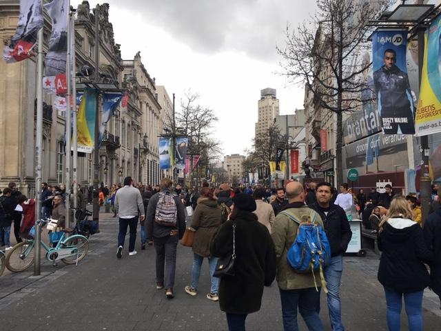 Antwerp_Meir_crowd