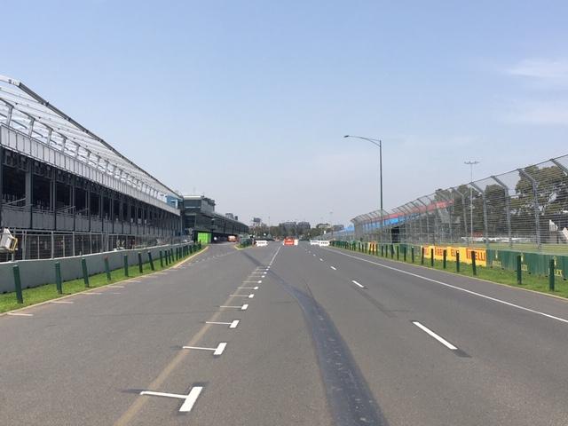 MelbourneGP_pitstraight