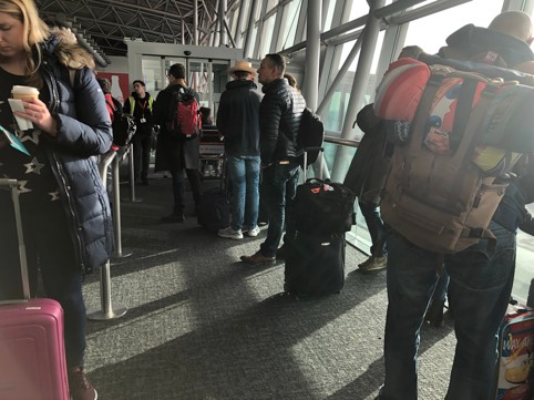 Lufthansa_Nico_waiting