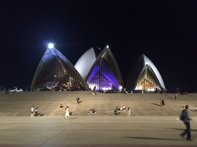 SydneyOperaHouse_night